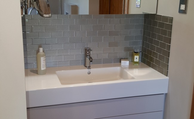 Contemporary en suite in Chelmsford